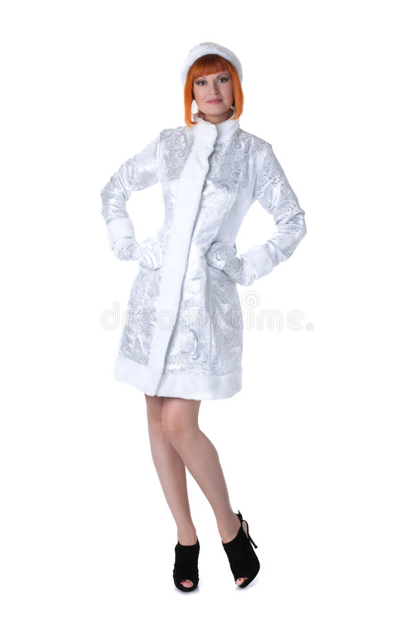 Vorbildliche Aufstellung der netten Rothaarigen gekleidet als Schnee-Mädchen lizenzfreies stockbild
