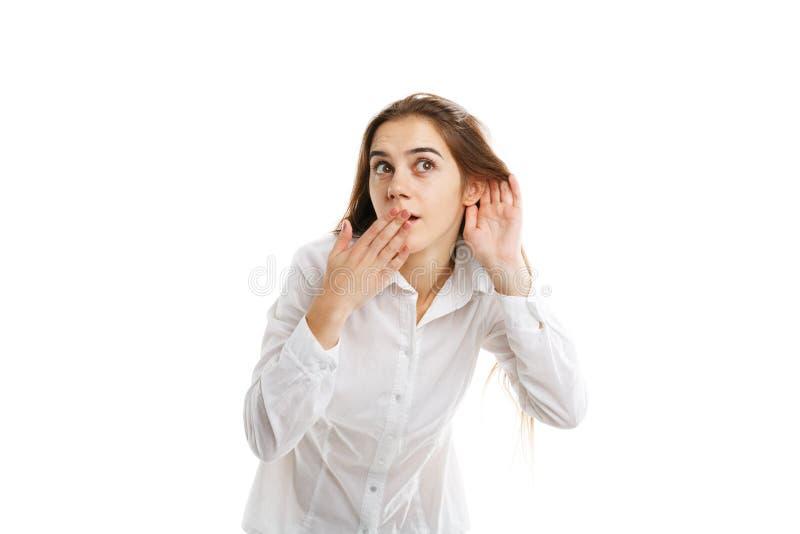 Vorbildliche Aufstellung des schönen Mädchens mit den Händen lokalisiert auf einem weißen Hintergrund stockfotografie