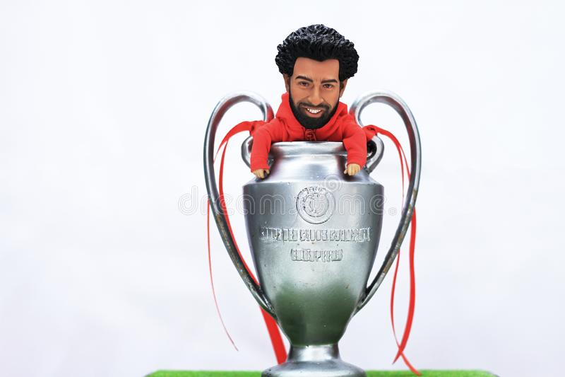 Vorbildliches Figure Mohamed Salah mit UEFA-Meisterliga Trofhy lizenzfreies stockfoto