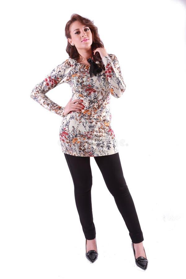 Download Vorbildliches Girl Pose stockfoto. Bild von blatt, leuchte - 106804186