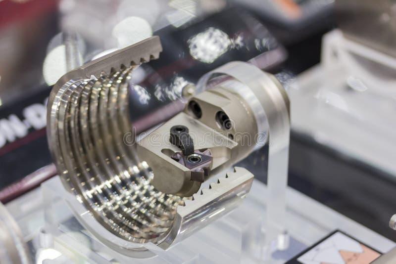 Vorbildliches Schneidwerkzeug für die Spiralenherstellung und Werkstück für cnc-Drehbankmaschine lizenzfreie stockfotos