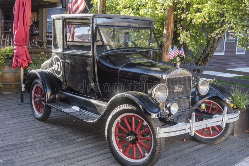 Vorbildliches t-Auto außerhalb Restaurant der Nordpufferspeicher-Straße Jackson Wyoming lizenzfreie stockbilder