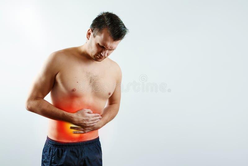 Vorderansicht, der Mann hält seine Hände zum Magen, Bauchschmerzen lizenzfreies stockfoto