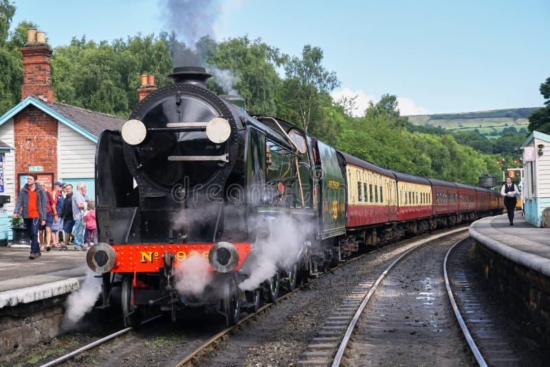 Vorderansicht der Weinlese-Dampf-Maschine - North Yorkshire macht Eisenbahn fest lizenzfreies stockbild