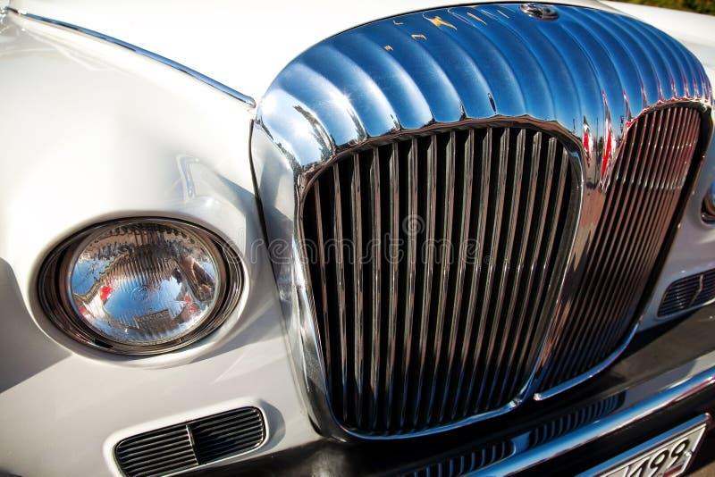 Vorderansicht des klassischen alten Autos lizenzfreie stockfotografie