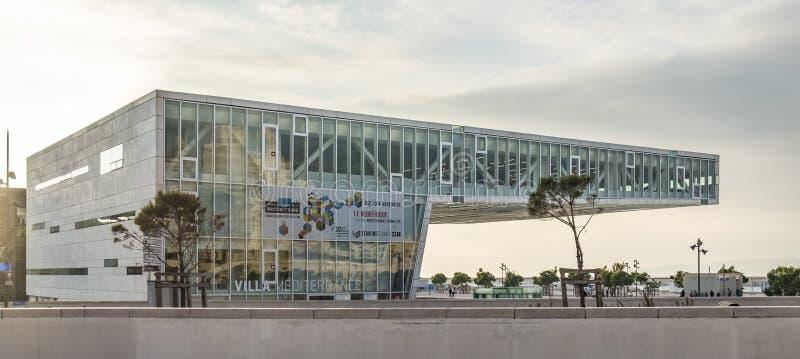 Vorderansicht des Landhauses Mediterranee, eine internationale Mitte für Cu stockbilder