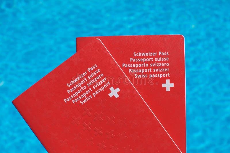 Vorderansicht Schweizer Passes zwei lizenzfreie stockfotografie