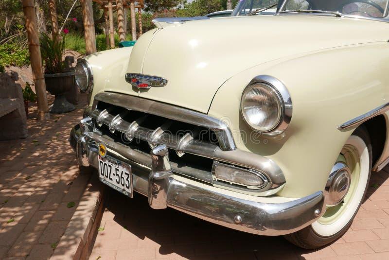 Vorderansicht von Chevrolet Styleline de Luxe in Lima lizenzfreie stockfotos