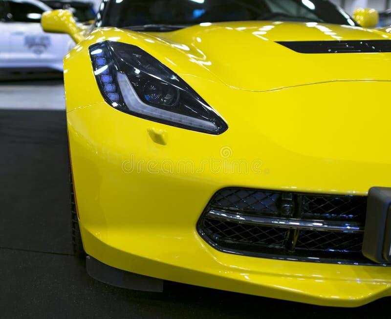 Vorderansicht von einem gelben Chevrolet Corvette Z06 Autoäußerdetails stockfoto