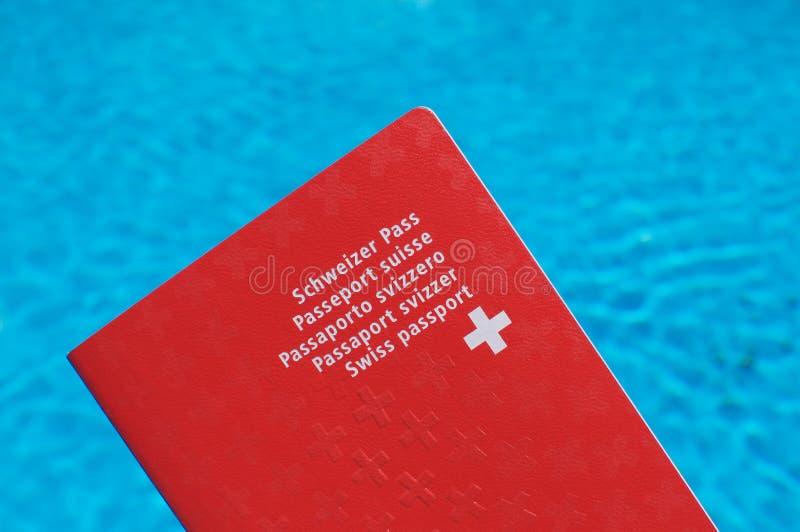 Vorderansicht von einem Schweizer Pass lizenzfreie stockbilder