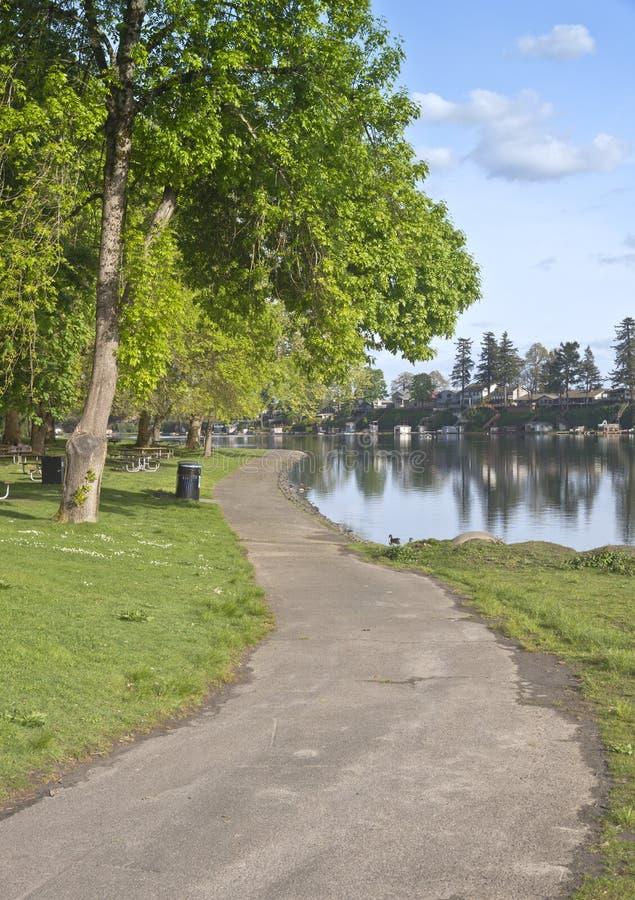 Vordere Eigenschaften und See Oregon des Sees stockbilder