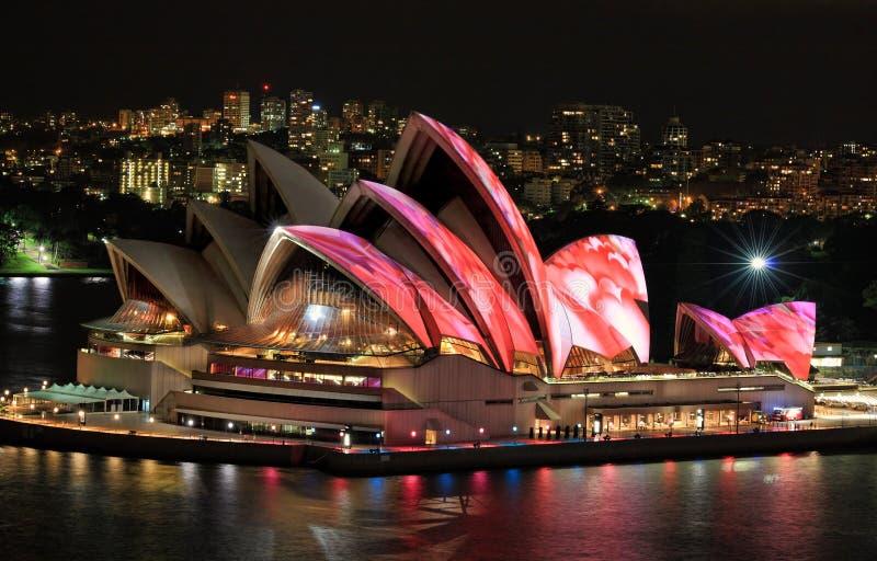 Vordere erhöhte Ansicht von Sydney Opera House stockfotos