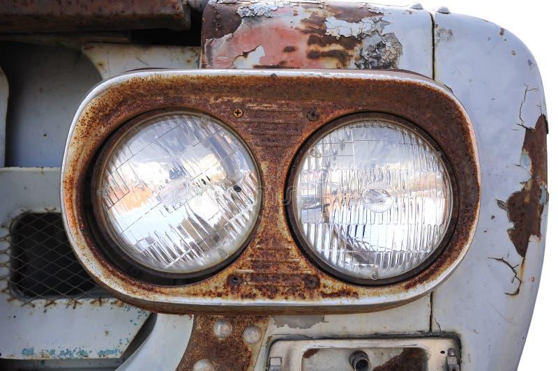 Vordere helle LKWas. Alter rostiger Stahl des LKW. lizenzfreie stockfotos