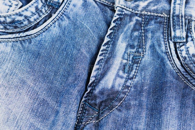 Vordere leere Taschen und geknöpfter Reißverschluss auf Blue Jeans lizenzfreie stockbilder