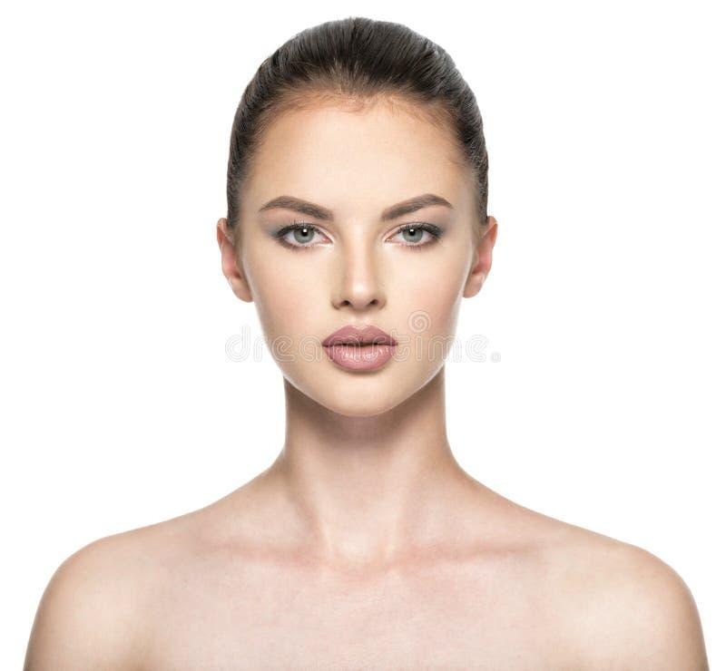 Vorderes Porträt der Frau mit Schönheitsgesicht lizenzfreies stockbild