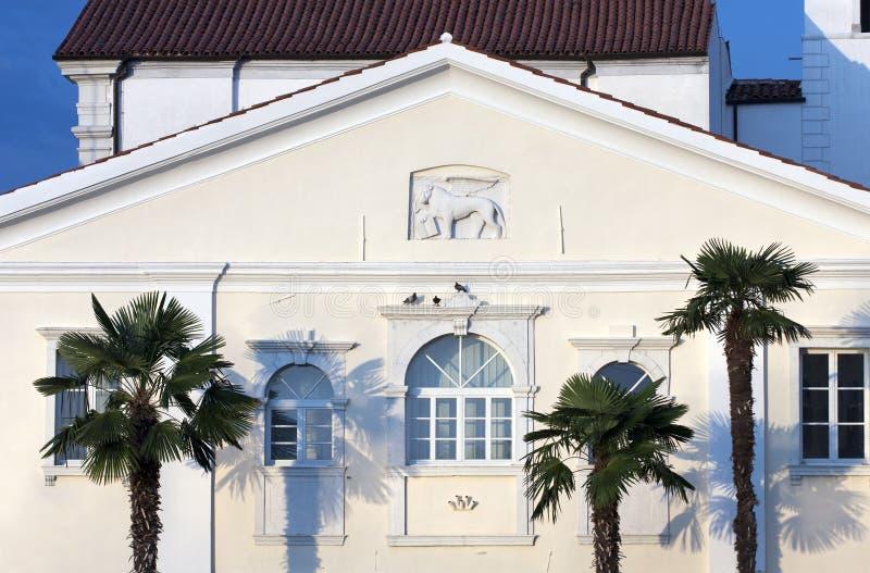 Altes Haus in der Mittelmeerart lizenzfreie stockbilder