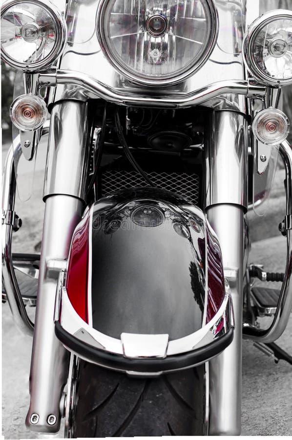 Vorderseite des klassischen Motorrades Chrome und des klassischen Zerhackers des schwarzen Farbenmotorrades mit großen Scheinwerf stockbilder