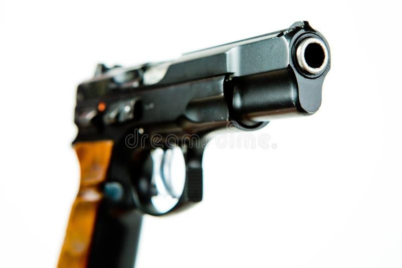 Vorderseitee Ansicht der schwarzen halb automatischen Pistole lizenzfreie stockfotos