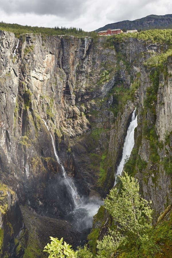 Voringsfossen vattenfall i Norge Norsk utomhus- viktig a arkivfoton