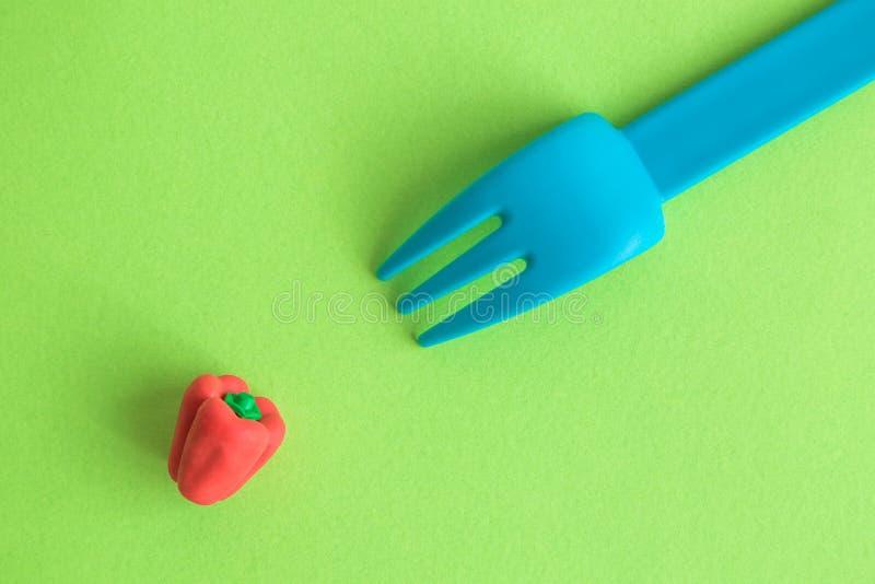 Vork en pepersamenvatting op groen stock foto