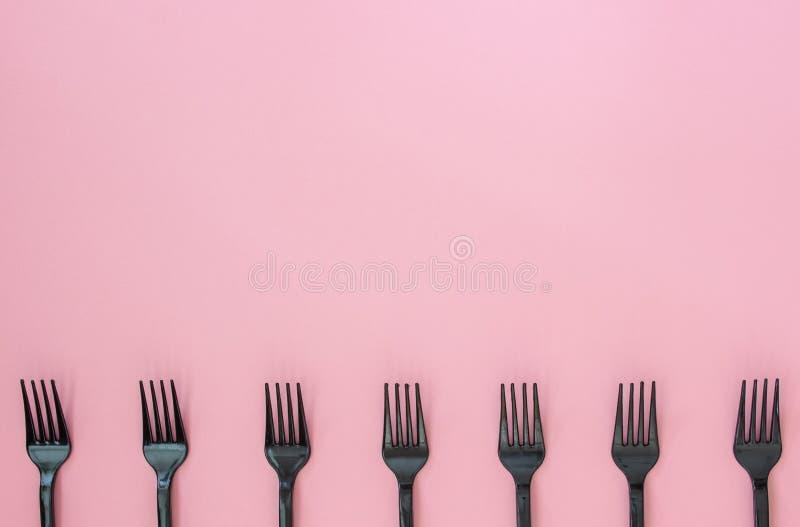 Vorken op een roze achtergrond Minimaal concept Samenvatting royalty-vrije stock afbeeldingen