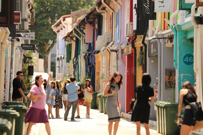 Vorkriegs-shophouses drehten Butiken an Haji-Weg, Singapur stockfoto