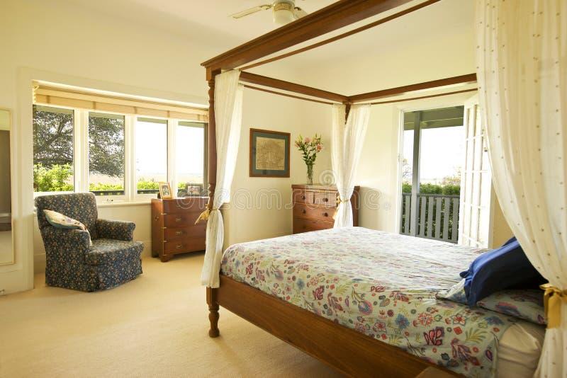 Vorlagenschlafzimmer-Landhaus stockbilder