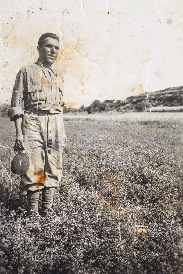 Vorlagenweinlesefotos 1910 des jungen italienischen Bauers stockbilder