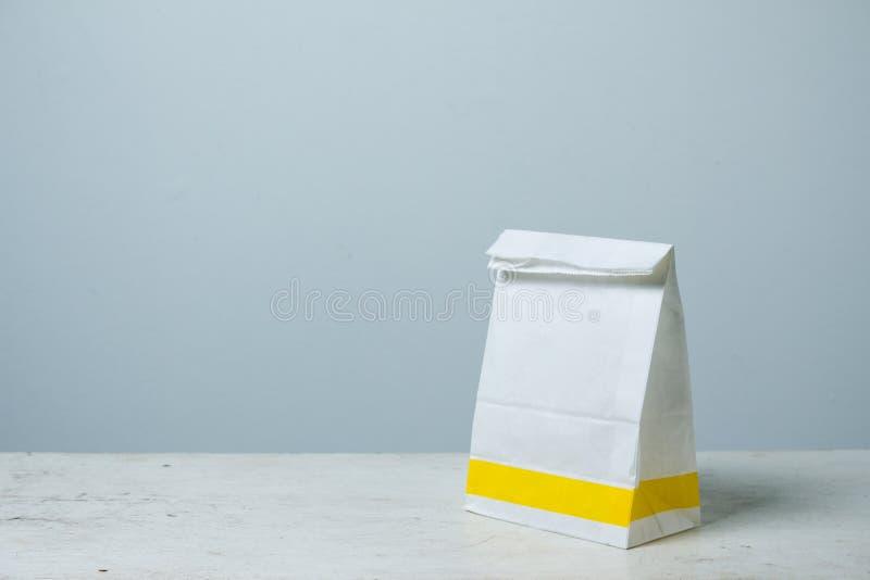 A-vorm Witboekzak Document Zakpakket voor reclame en br royalty-vrije stock afbeelding