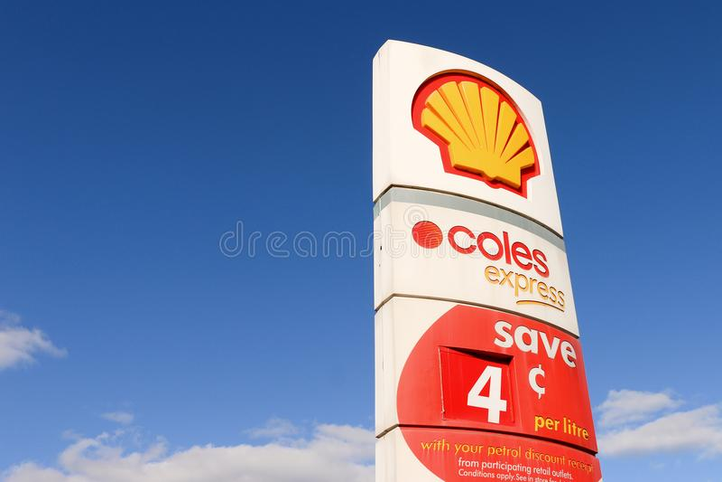 In 2003 vormden Coles en Shell een alliantie waardoor de consumenten een korting op de prijs van brandstof bij Shell-afzet als be stock foto's