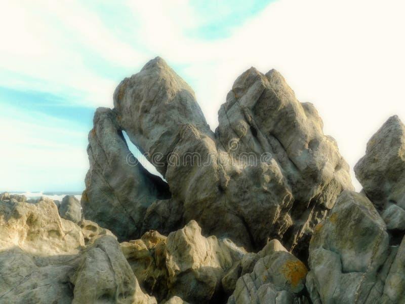 Vorming van de graniet de stekelige rots met gespleten open stock foto
