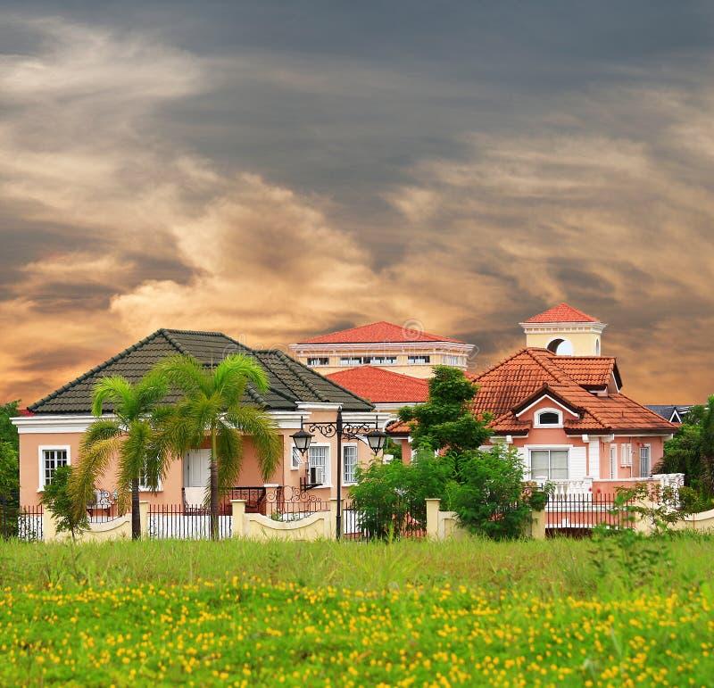 Vornehmes Dorf in Vorstadt-Manila lizenzfreie stockfotos