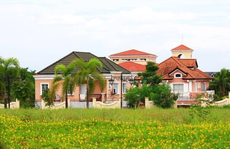 Vornehmes Dorf in Vorstadt-Manila lizenzfreies stockbild