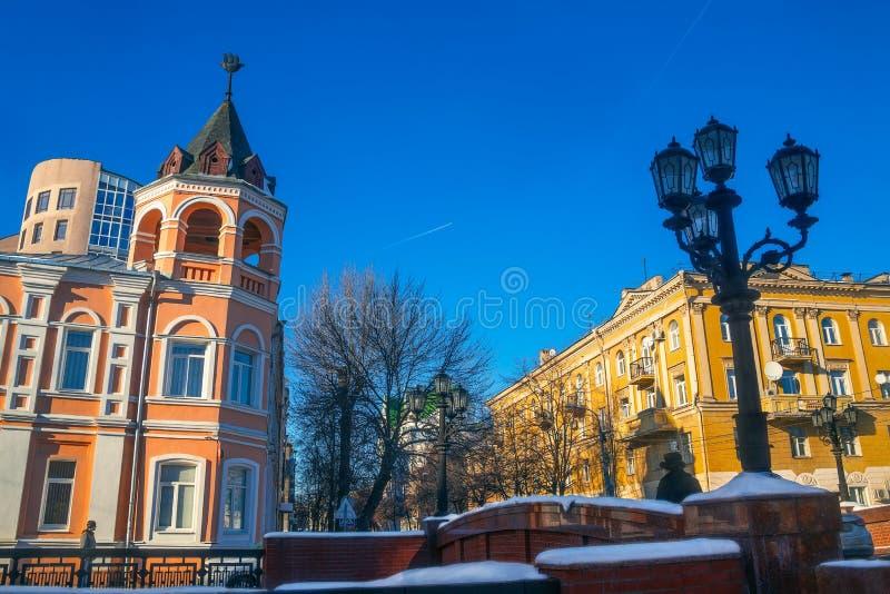 Voronezh - καταφύγιο παιδιών Aleksandrijisky και πέτρινη γέφυρα μέσα στοκ εικόνες