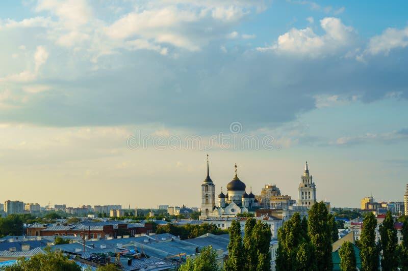 Voronezh κεντρικός το θερινό βράδυ με το διάστημα αντιγράφων στοκ εικόνες