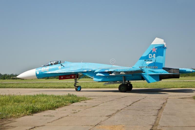 VORONEZH, RÚSSIA - 25 DE MAIO DE 2014: Avião militar Su-27 do russo foto de stock