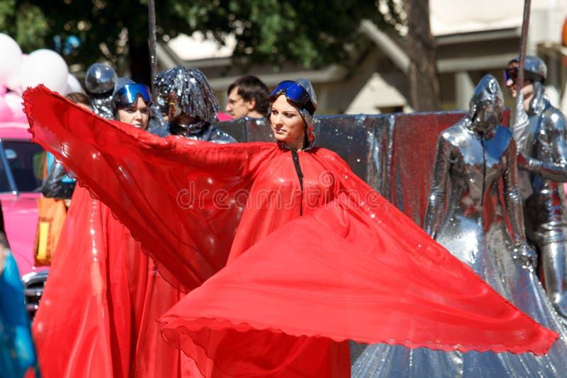 Voronezh, Rosja: Czerwiec 12, 2016 Parada uliczni teatry na świetnym słonecznym dniu Zabawa, radość obrazy stock