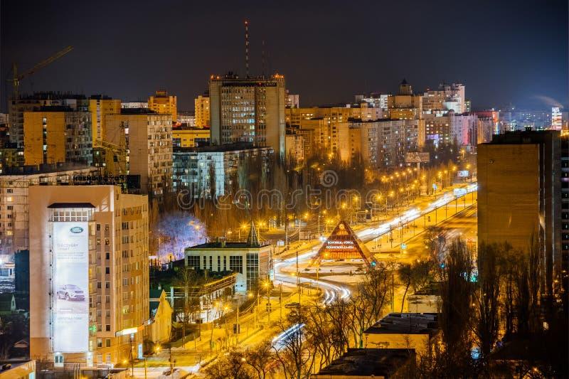 Voronezh Ryssland - mars 08, 2018: Flyg- sikt till Moskvautsikten och den minnesmärke`-Voronezh staden av militär härlighet`, royaltyfria bilder