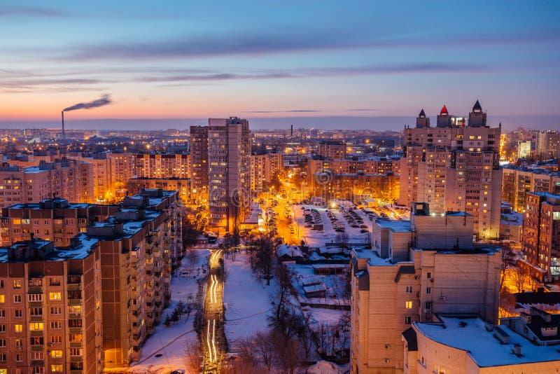 Voronezhcityscape Luchtnachtmening aan moderne woonwijk royalty-vrije stock afbeelding