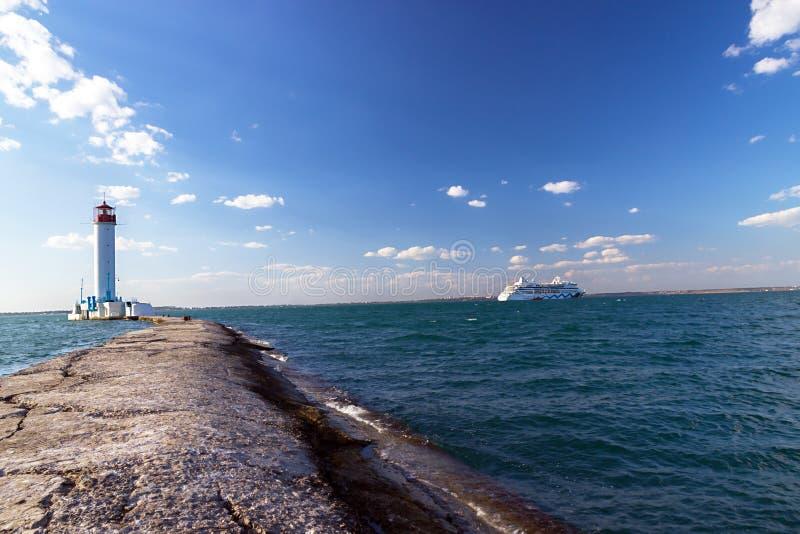 Vorontsovsky latarni morskiej seascape statek wycieczkowy Aida  zdjęcia stock