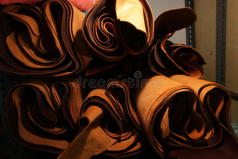 Vorrat an braune lederne Auswahl/Vorrat an Leder in der Textilherstellung lizenzfreies stockbild
