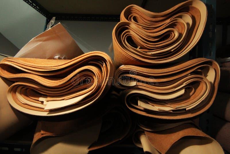 Vorrat an braune lederne Auswahl/Vorrat an Leder in der Textilherstellung lizenzfreie stockbilder