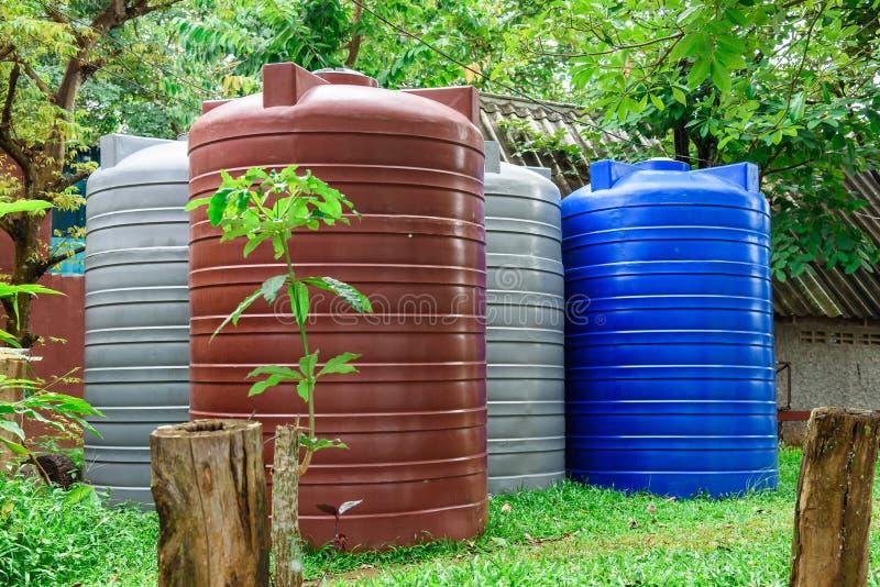 Vorratsbehälter des großen Plastikwassers der Behälter großen lizenzfreie stockfotografie
