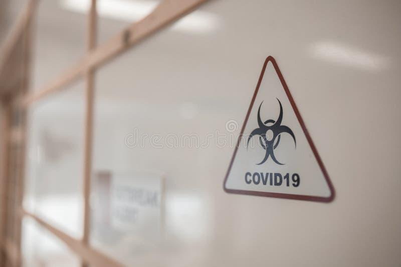 Vorsicht bei Covid19 auf dem Gebiet der Coronavirus-Infektion lizenzfreie stockfotos