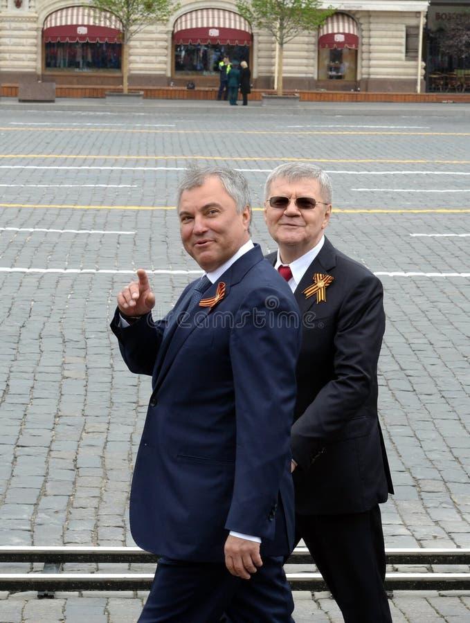Vorsitzender der Staatsduma des Bundeszusammenbaus der Russischen Föderation Vyacheslav Volodin und des Verfolgers General Yuri C lizenzfreie stockbilder
