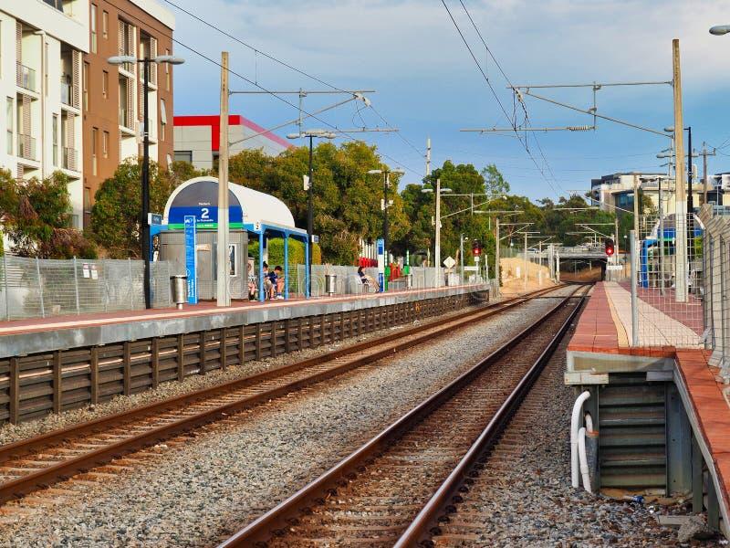 Vorstadt- Perth-Zug-Linie und Station, West-Australien lizenzfreie stockfotos