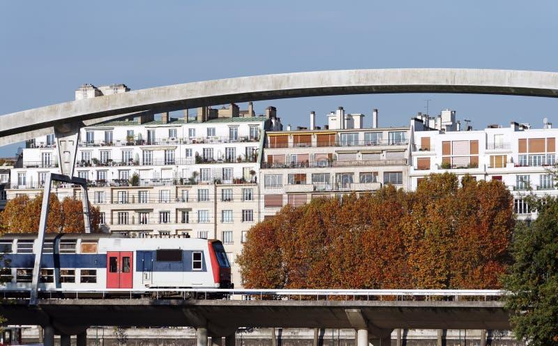 Vorstadtzug in Paris lizenzfreie stockfotos