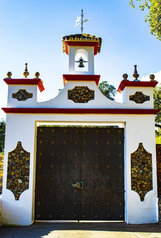 Vorstelijke houten deur royalty-vrije stock afbeelding