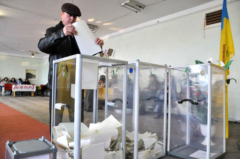 Votación en el colegio electoral en Ucrania foto de archivo libre de regalías