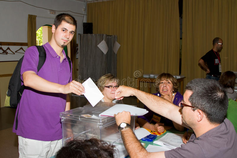 Vote aux élections municipales espagnoles photographie stock libre de droits